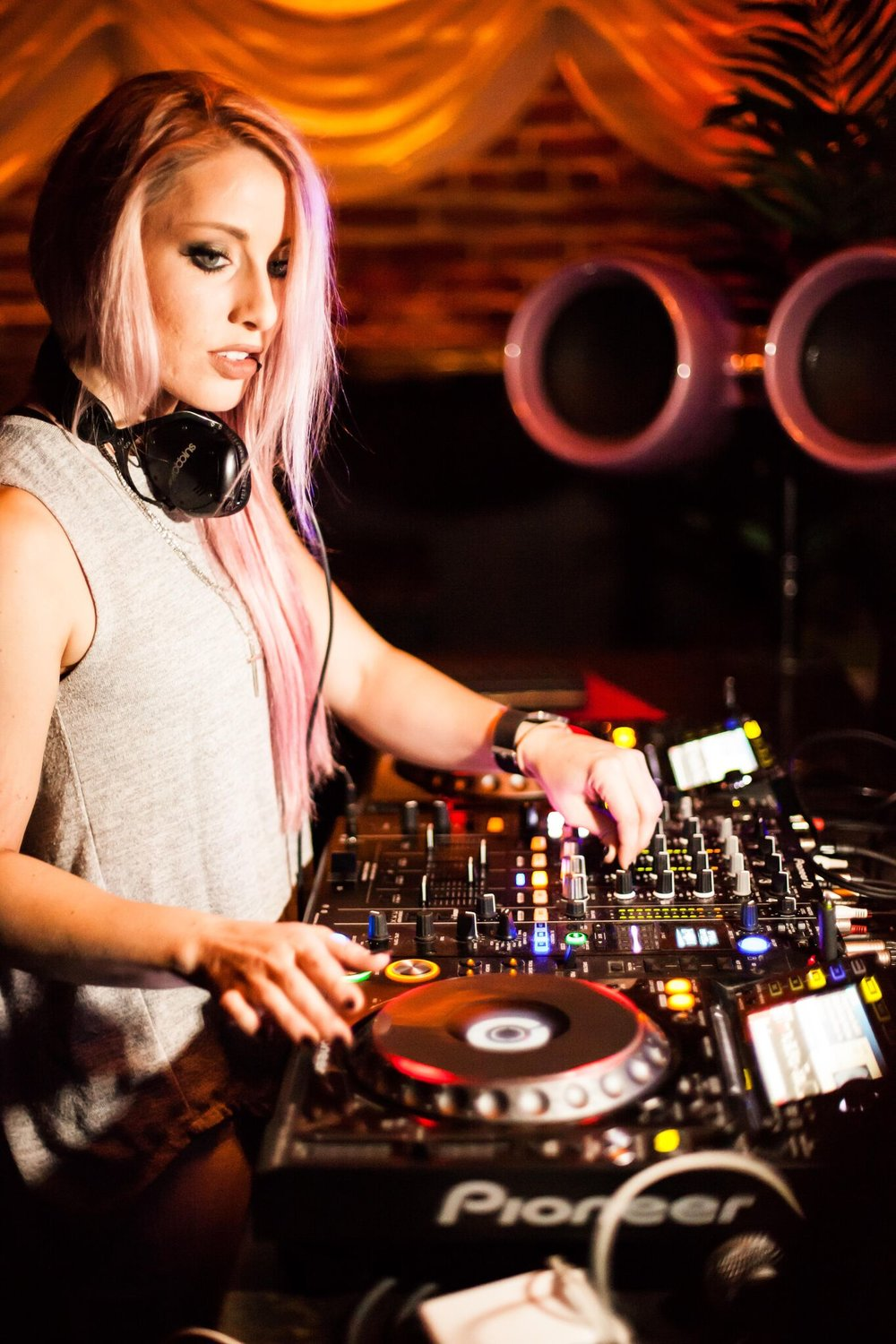 Meet DJ Amy Robbins - One of the Bay Area's hottest new artists, 2017.