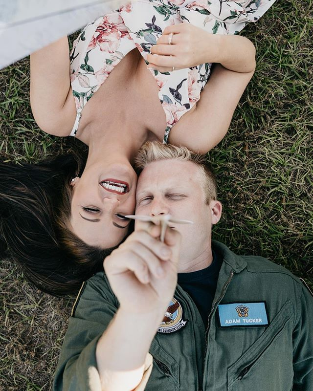 When your boy loves to play with paper planes just as much as he loves real planes ✈️ #couplegoals #couplesinlove #couplesphotographer #couplesofinstagram #couplesession #couplesphotos