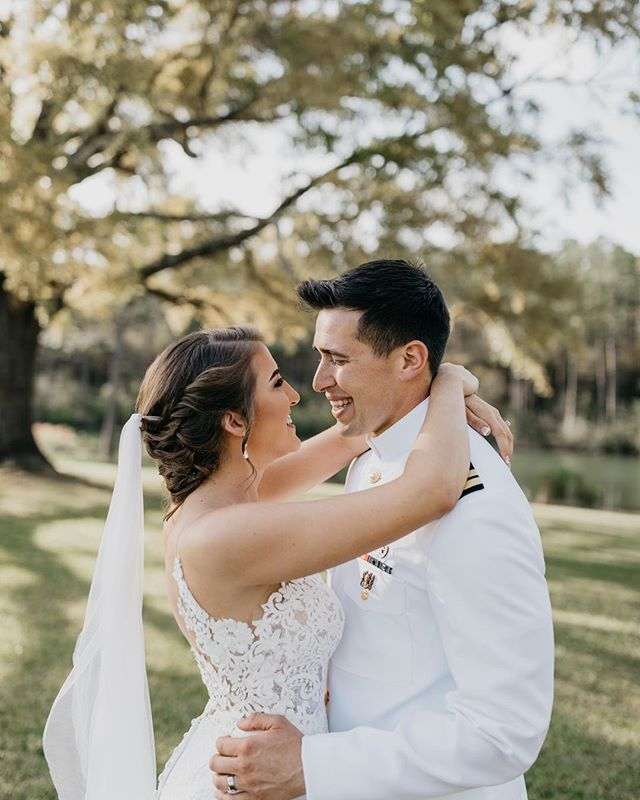 It's wedding season and things are about to get super busy around here. I can't wait to see all my gorgeous couples 🥰  Mua @ivettenoemi.mua  Venue @campretreatbarn . . #pensacolaweddingphotography #pensacolaweddings #neworleansweddingphotographers #pensacolaweddingphotographer #floridaweddings #nolaweddingphotographer #pensacolawedding #pensacolabride #floridaweddingphotographer #30awedding