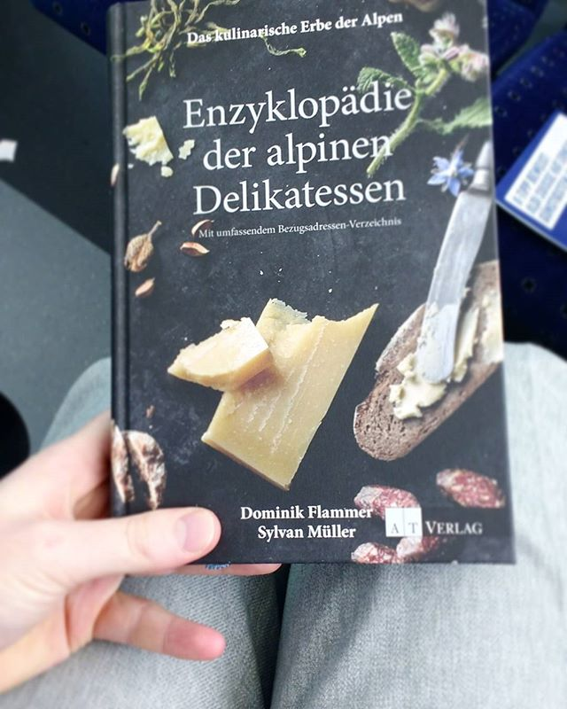 BUCH ZUM SONNTAG Newest addition to my cookbook collection (alliteration ftw)  beautiful • informative • treasurechest of hidden gems  Not a cookbook in a classic way, it is an enzyclopedia for all kinds of foods - old and new - from the alps and where to get them. Love it!  #Aesum #BuchZumSonntag #DominikFlammer #SylvanMüller  #DasKulinarischeErbeDerAlpen #EnzyklopädieDerAlpinenDelikatessen