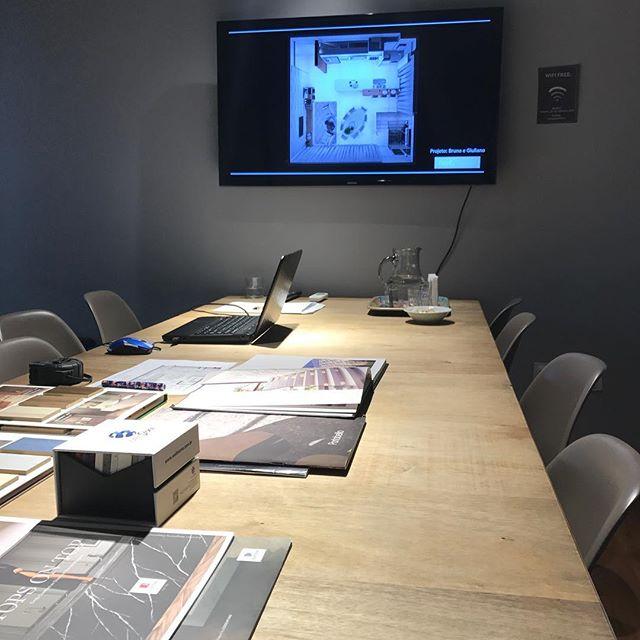 Apresentação de projeto! 😍 Criamos espaços com personalidade é bem estar para todos os nossos clientes!! #tmtinteriores #designdeinteriores #interiordesign #bc #balneariocamboriu #projetodeliving #euamooquefaço #iedrio #arquiteturadeinteriores #apresentacaodeprojeto
