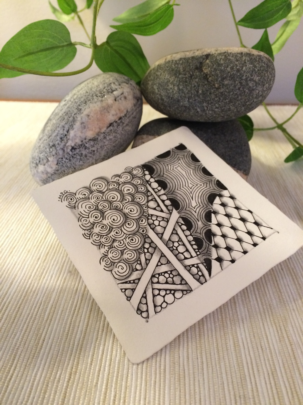 A BEGINNER ZENTANGLE TILE BY BERNADETTE GONZALEZ