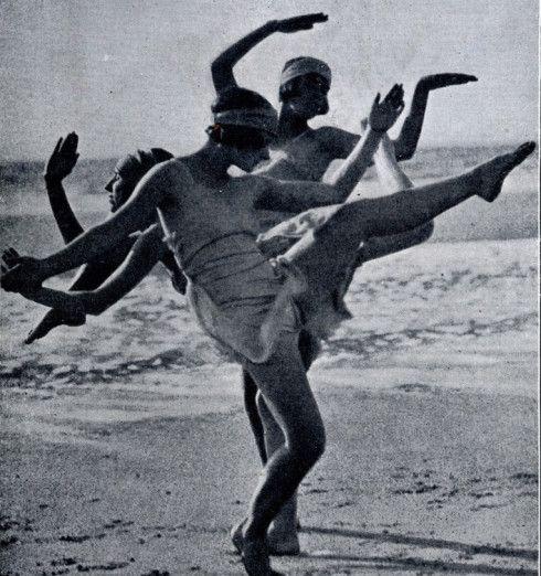 7d7ed2cac4a81de53a1b08d4c6afa7f6--morris-dancing-vintage-dance.jpg