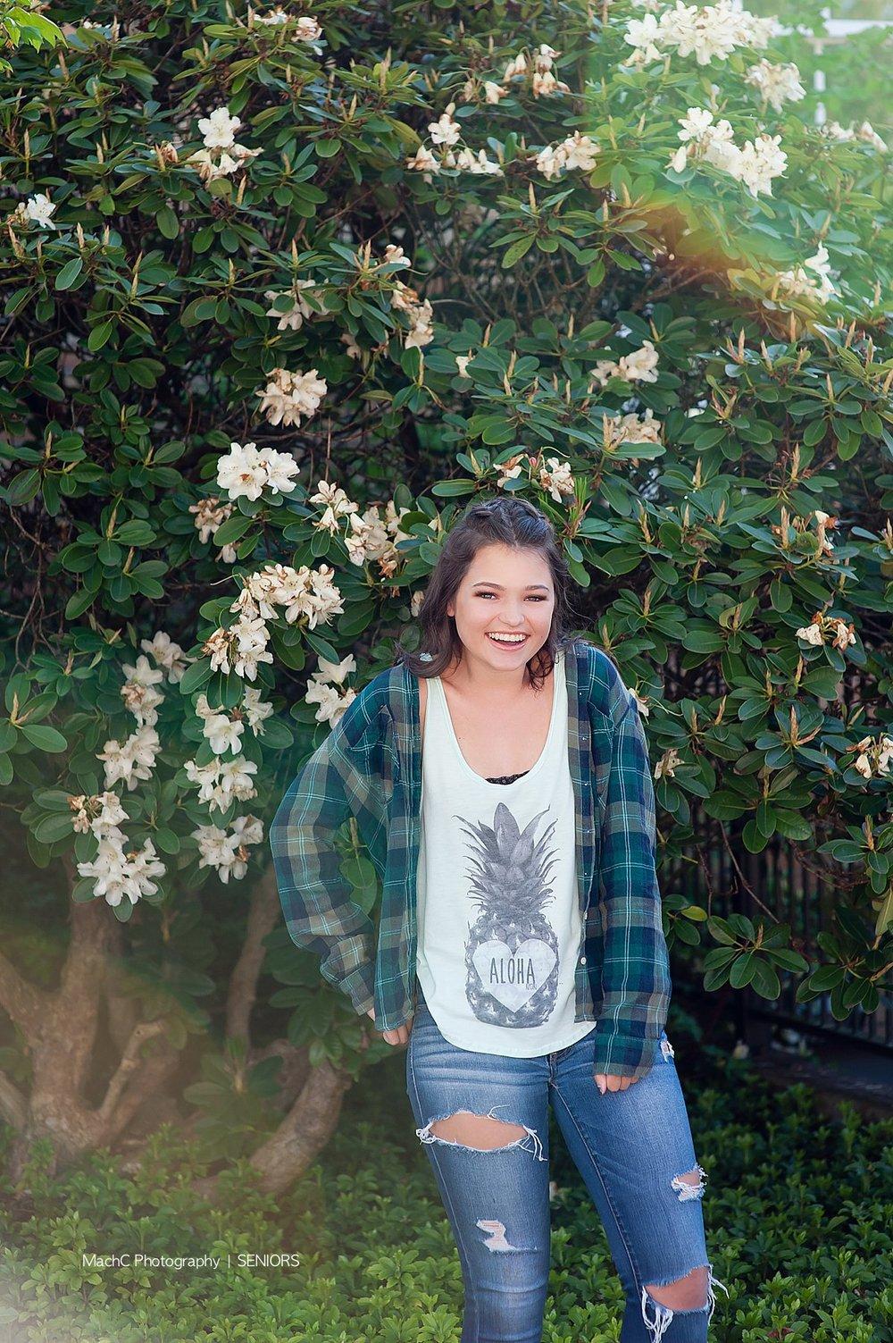 09Lauren_UHS18senior_17_Modern Senior Portraits in Camas.jpg