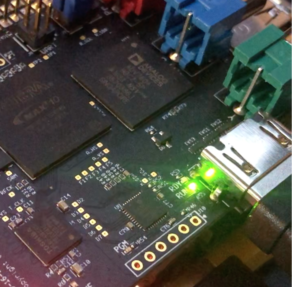 A green light or only one blue light means there's an issue with the video signal coming into the PiCapture HD1. Is the camera on and is video signal being output from the HDMI out port?