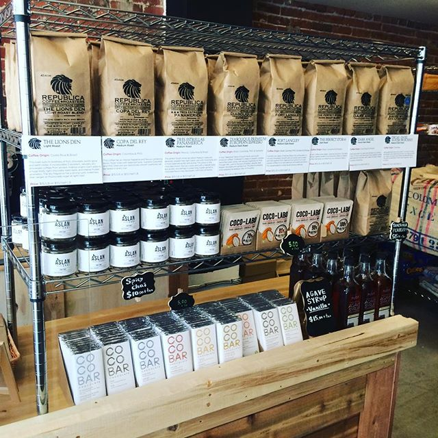 @republicaroasters is back in Van. Visit them on Pender. Organic fair trade coffee and lots of local goodies like @aslanchai and @coconama_choco. They're also at the BC HOME AND GARDEN SHOW! day!  #spicychai #chai #tea #chaitea #chaitealatte #masalachai #vancouver #vancity #indianchai #instalove #instatea #healthydrink #vancouvermakers #detox #madeinvancouver #madeinstrathcona #madeinbc #justchai #vegan #coffee #vancoffee #vancafe #vancouvercoffee