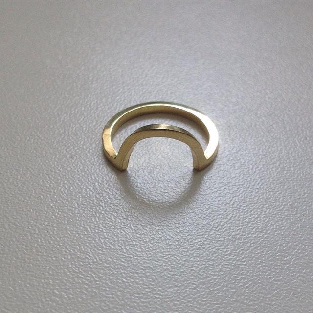 Bespoke wedding ring designed to fit snugly next to an engagement ring. . . . . #finishedpiece #fairtradegold #18ctfairtradegold #instajewellery #finejewellery #brightonjeweller #madewithlove #jewellerydesigner #contemporaryring #alternativebride #ethicalbride #bespokering #bespokeweddingring