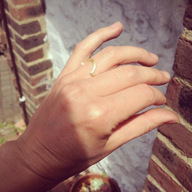 ✨sun is shining on this bespoke Fairtrade Gold wedding band ✨ . . . . #fairtradegold #18ctfairtradegold #instajewellery #finejewellery #brightonjeweller #madewithlove #jewellerydesigner #contemporaryring #alternativebride #ethicalbride #bespokering #bespokeweddingring