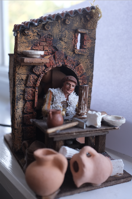 Mechanised figurine of a  figuraro  ( presepe  maker), bought in S. Gregorio Armeno, Christmas 2011 .