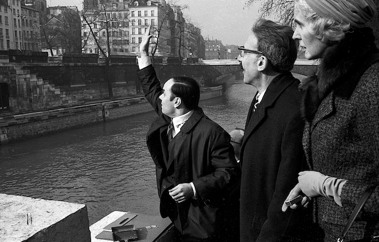"Transfer of   ""Zones de sensibilitié picturale immaterielle"" to Michael Blankfort,    Pont au Double, Paris, February 10, 1962   © Yves Klein / ADAGP, Paris, 2014   © Photo Gian Carlo Botti"