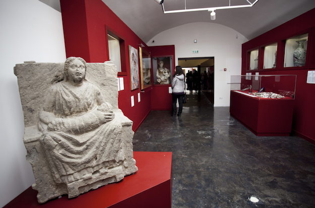 Figure 1: Installation view of the 2016 exhibition  Per Grazie Ricevute: la devozione religiosa a Pompei antica e moderna (For graces received: religious devotion in ancient and modern Pompeii). Courtesy of the Archaeological Soprintendenza of Pompeii.