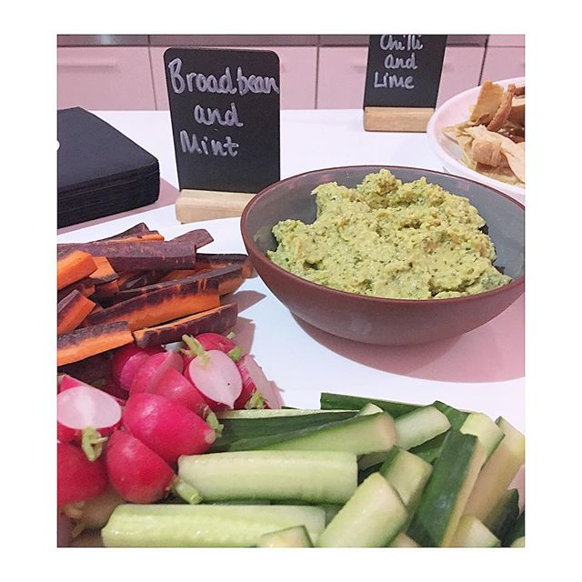 Fancy a dip on this HOT🔥 day? BROADBEAN & MINT is perfect choice 💕 available @weareeat17 @the_grocery_shop @debeauvoirdeli @farmdrop