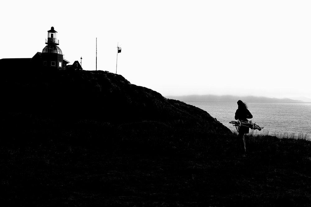 Pasión Austral , 2015.  Performance, isla Hornos. Impresión en papel duratrans, caja de luz de 125 x 185 cm.     Southern Passion, 2015. Performance, Horn Island. Lightbox, 125 x 185 cm.