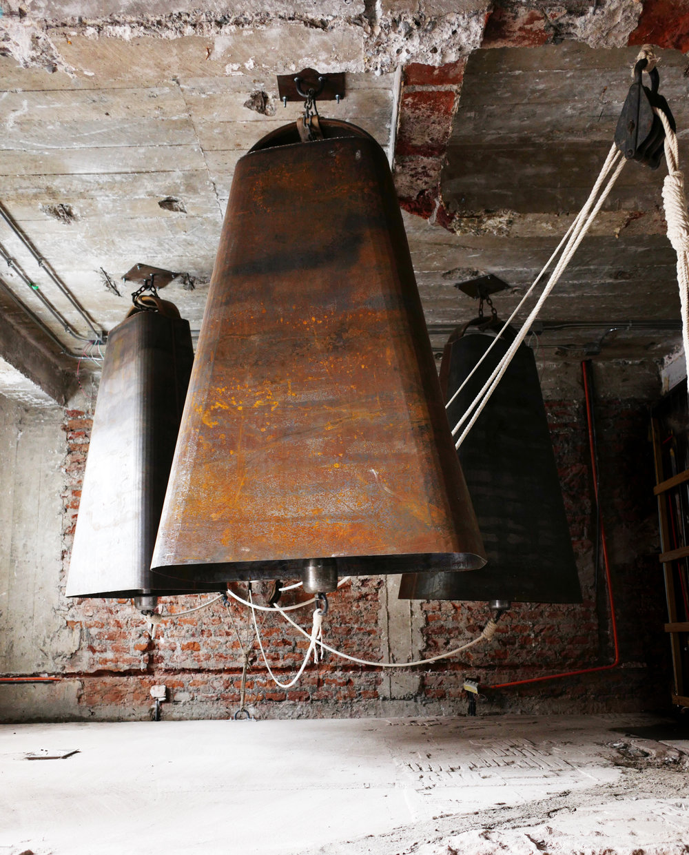 CLAMOR, instalación de campanas, medidas variables. 2018.