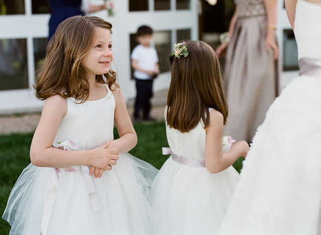flower girl sees bride for the first time