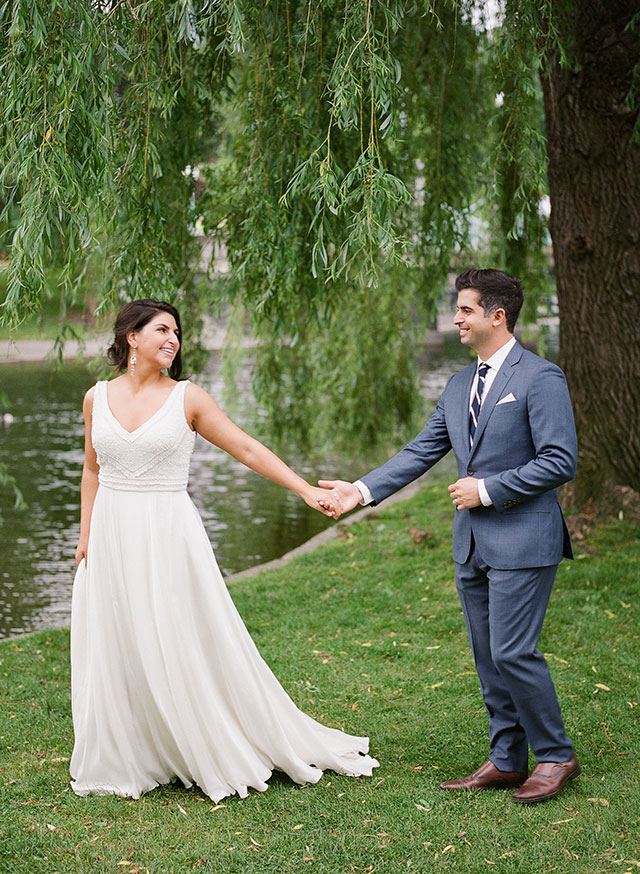 portraits by the river in the Boston Public Garden - Sarah Der Photography