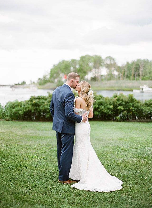 Bride and groom photos on the coast - Sarah Der Photography