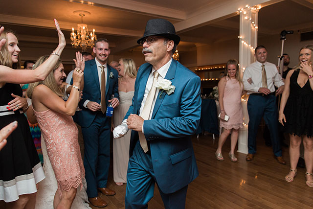 Father of bride dances to Michael Jackson - Sarah Der Photography
