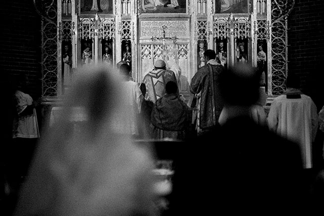 traditional catholic ceremony at St. Catherine of Siena Church - Sarah Der Photography