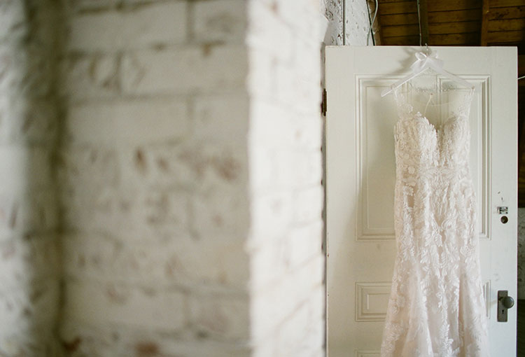lace wedding dress - Sarah Der Photography