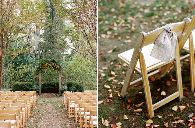 Outdoor fall ceremony at Tuckahoe Plantation shot by Sarah Der Photography