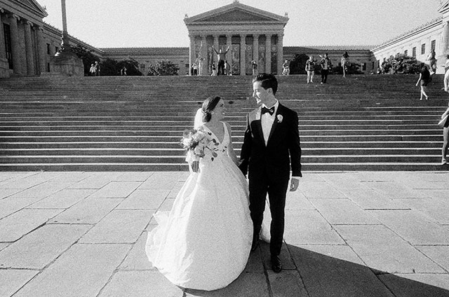 film wedding portraits at the Museum of Art in Philly