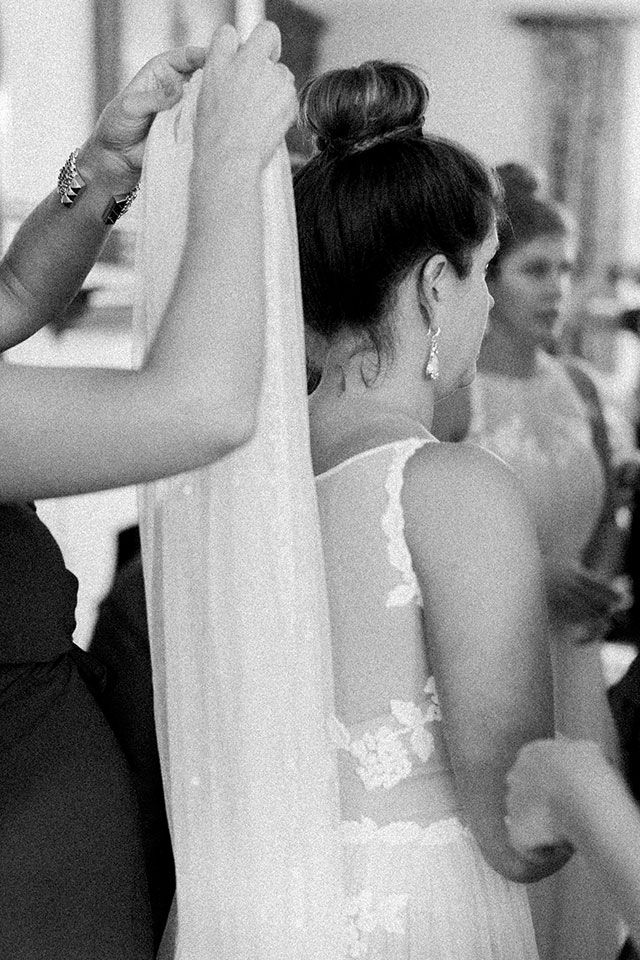 bride putting on her veil in First presbyterian church in wilmington