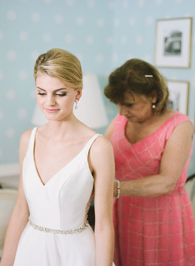 Bridal suite preparations by Sarah Der Photography