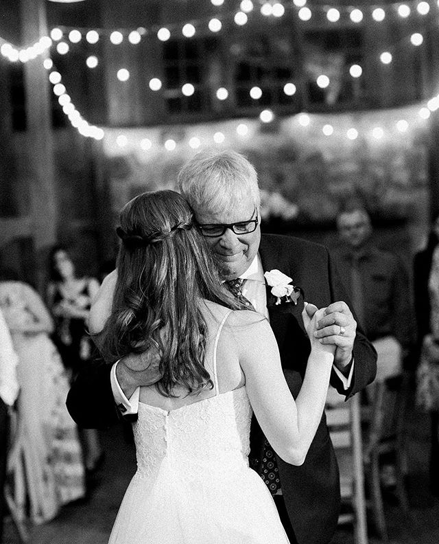 I always love the father daughter dance, it reminds me of my own wedding day! It is always such a special part of the night. This dance was no exception--Lauren and her father dancing under the string lights of @thebarnsathsv 💞✨ #sarahderphotography #virginiaweddingphotographer #virginiawedding #rvaweddingphotographers