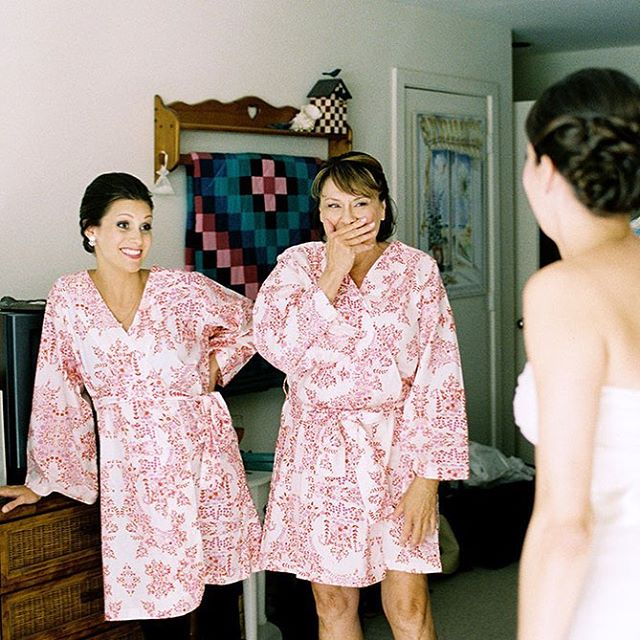 When your mom first sees you in your wedding gown. Is there anything sweeter?! 💞#sarahderphotography #film #portra #rvaphotographer