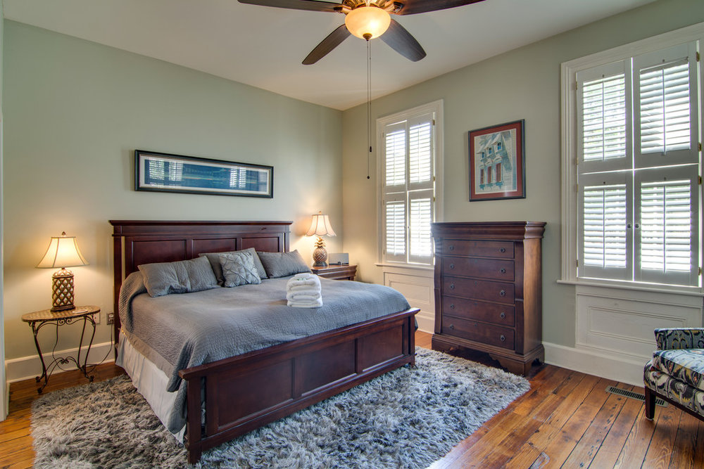 Elegant And Homely, This Luxury Rental Is Located In The Heart Of Historic  Downtown Charleston. Walk In To Find Yourself In A Fully Furnished, ...