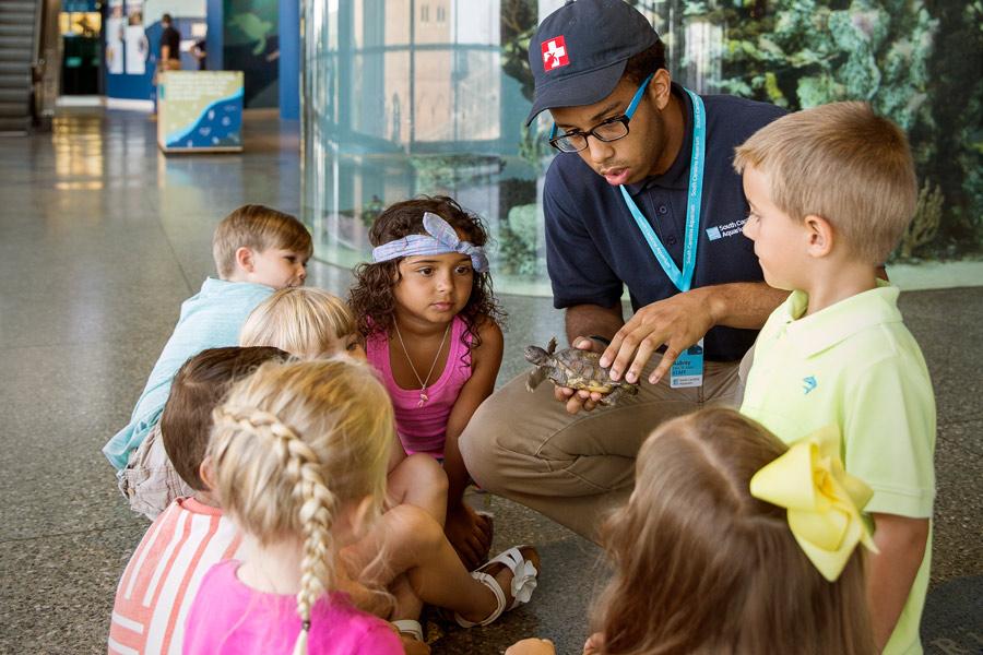 kids tour charleston aquarium.jpg