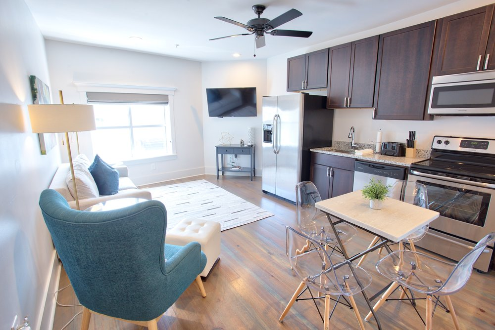 493 King Suites - 6-10 Person Maximum   Available on a nightly, weekly & monthly basis.