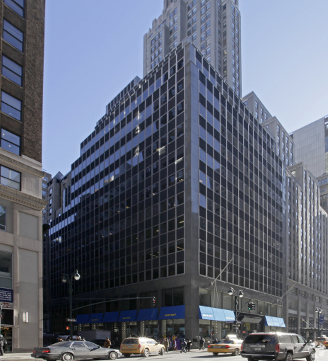 529 FIFTH AVENUE. PHOTO: COSTAR GROUP
