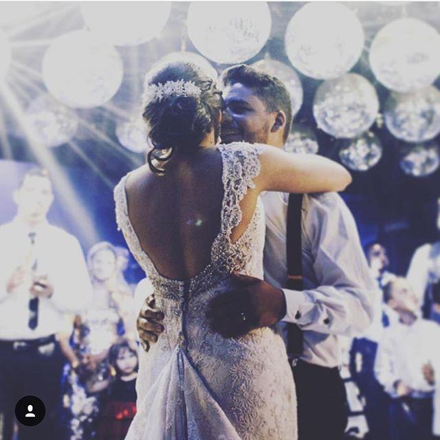 """""""Quero dançar com você, dançar com você!"""" ❤️ Thais e Evandro"""