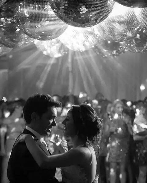 Para dar destaque as estrelas da noite, conte com a nossa iluminação de pista de dança! Nathalia e João por @sergioluizcastro