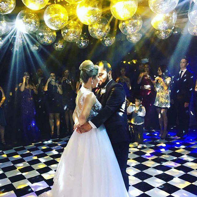 Lindo casamento de ontem!! Michelle e Matheus #Repost @fianceeventos ・・・ Nada mais emocionante do que a primeira dança de um casal apaixonado! Michelle e Matheus! ❤️❤️❤️🎼🎼🎼