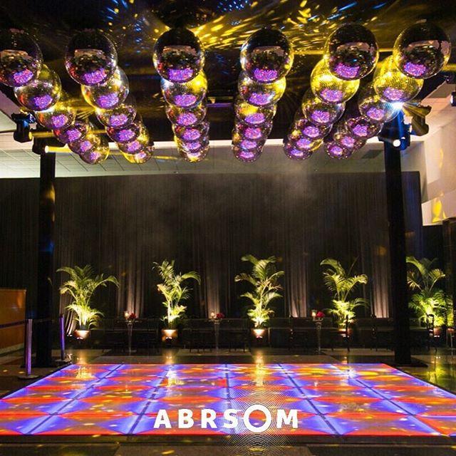 Já imaginou um Piso em LED exclusivo para sua pista de dança?  Fale conosco para saber mais: atendimento@abrsom.com.br 📷:Gustavo Espósito