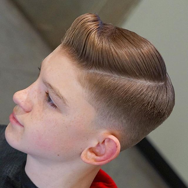 . . Barber: Luis Garcia @mr_barber91 . . . Style: Low Fade Sidepart . . . . Appointment only at www.paramountbarberingco.com . . . #nbahaircuts #nbastyles #iowabarber #barber  #barbershop #barberlife  #btcpics #behindthechair #taper #taperit #eastvillage #desmoines #iowa #barbershopconnect #hanzoshears #hanzonation #thebarberpost #desmoinesbarber #desmoinesbarbershop  #desmoineshair #thebarberpost #sharpfade #nastybarbers