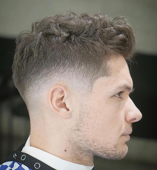 . . Barber: Zach Bogle @zsbogle . . Style: Mid Fade . . . . . Appointment only at www.paramountbarberingco.com . . . #nbahaircuts #nbastyles #iowabarber #barber  #barbershop #barberlife  #btcpics #behindthechair #taper #taperit #eastvillage #desmoines #iowa #barbershopconnect #hanzoshears #hanzonation #thebarberpost #desmoinesbarber #desmoinesbarbershop  #desmoineshair #thebarberpost #sharpfade #nastybarbers