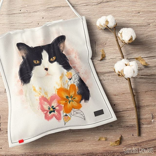 And now... the prettiest cat: Crystal the cat now has her own bag. Crystal passed away a bit more than a year ago and I miss her so much! #petillustration #petportrait #artlicensing #cat #sandrabowersart #procreateart #ipadproart #artweinspire #miillustrations