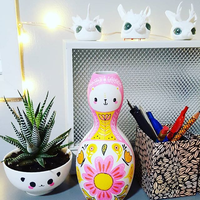 I'm exited to be returning home and to my studio after a very long trip. Little characters on my desk: see you tomorrow! #sandrabowersart #poscapens #toydesign #toysculpture #illustration