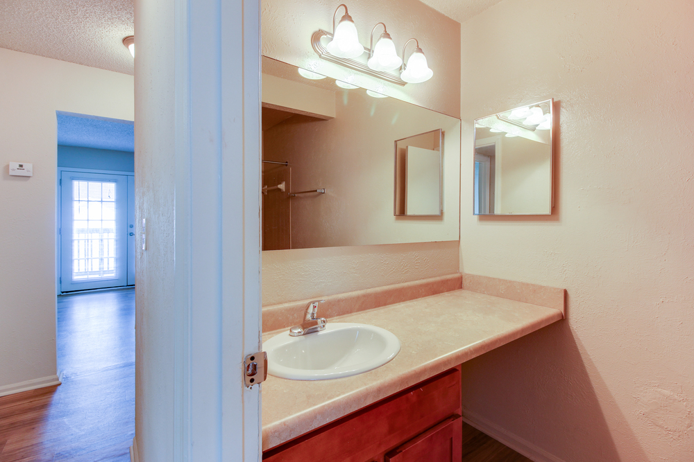 Hickory Lake Nashville Bathroom 1.jpg