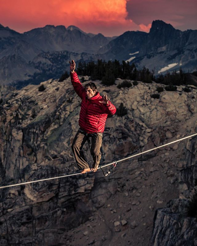 Walking on fire 🔥 Jared Alden and his brother Preston @goldie_fox have spent the past several summers establishing new high lines across as the Sierra backcountry searching for new aesthetic lines in the mountains.  Photo: @codytutts #highline #skyonfire #newfocus