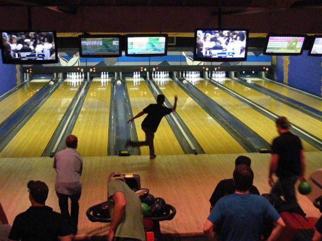 bowling-moes-bbq-denver.jpg