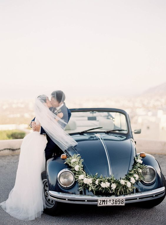 vintage-themed-wedding-car.jpg