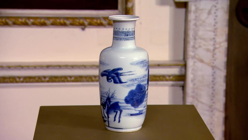 Chinese Kangxi blue and white vase 1680- 1720. £20,000 | Jan Fine Art | www.jan-fineart-london.com