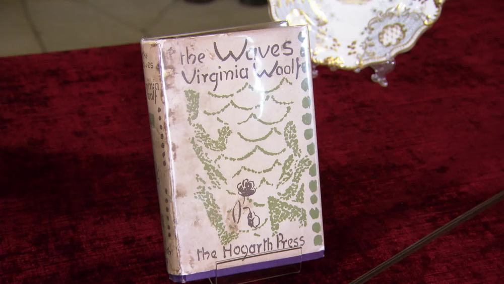 1931 first edition of Virginia Wolf's The Waves. £900 | George Bayntun Fine bindings and rare books | www.georgebayntun.com