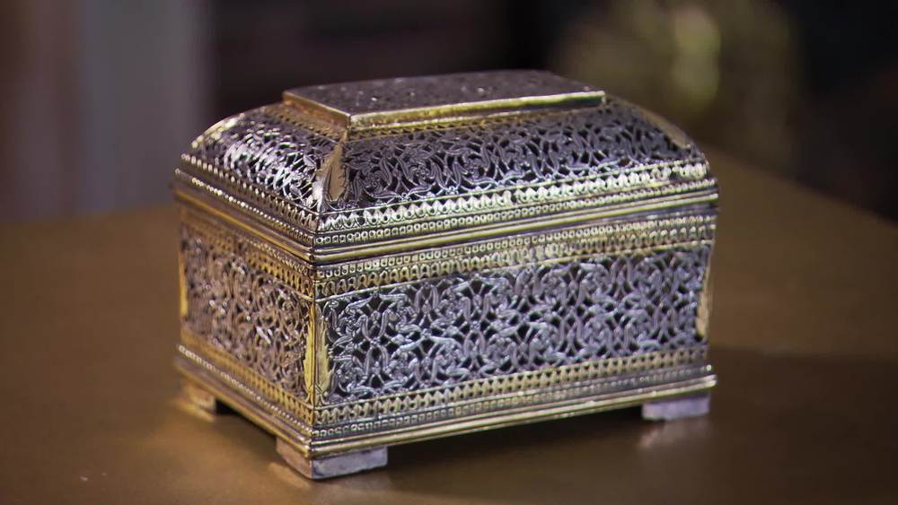 17th century Gilt Indo Portuguese silver and parcel gilt box. £17,000 | Mayflower Antiques | www.mayflower-antiques.co.uk