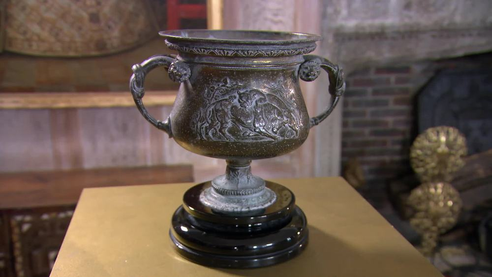 Bronze urn. £180 | The Swan at Tetsworth | www.theswan.co.uk
